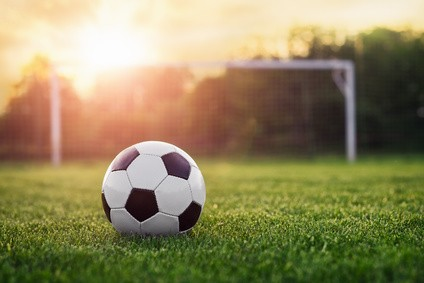 (c) steevy84 - Soccer sunset / Football in the sunset (Microstock Bildagentur Fotolia.de)