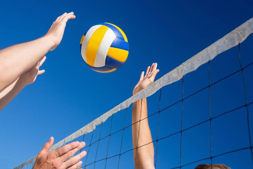 (c) WavebreakmediaMicro - Friends playing volleyball (Microstock Bildagentur Fotolia.de)